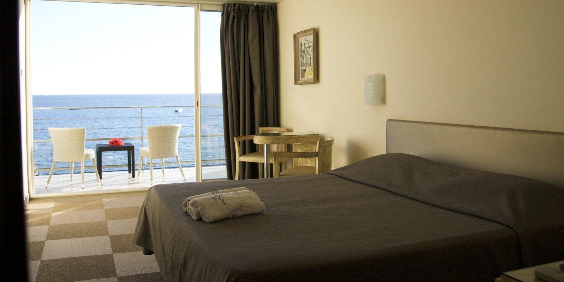 Hotel Cala di Sole Ajaccio Corsica Frankrijk tweepersoonskamer balkon zeezicht