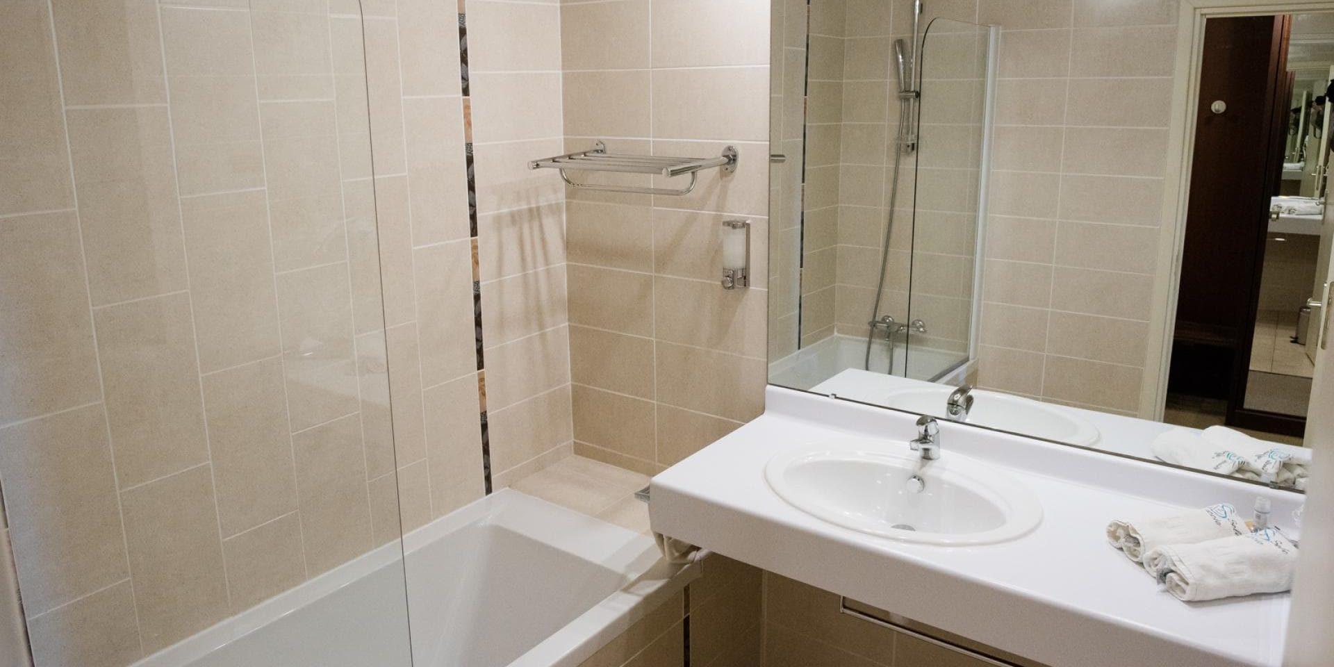 Hotel Cala di Sole Ajaccio Corsica Frankrijk badkamer tweepersoonskamer type standaard