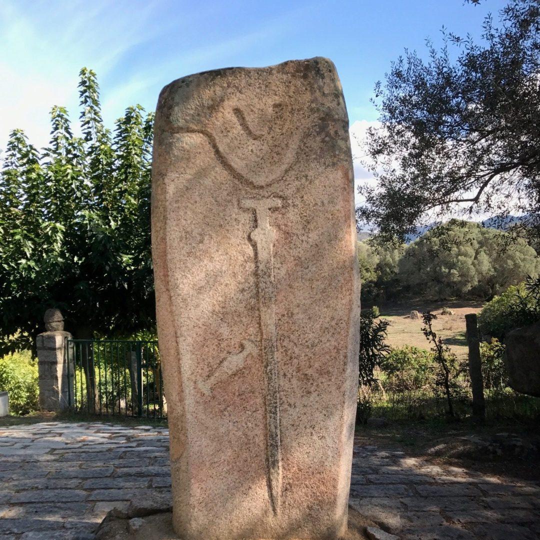 Filitosa Corsica Frankrijk menhir krijger zwaard dolk prehistorie