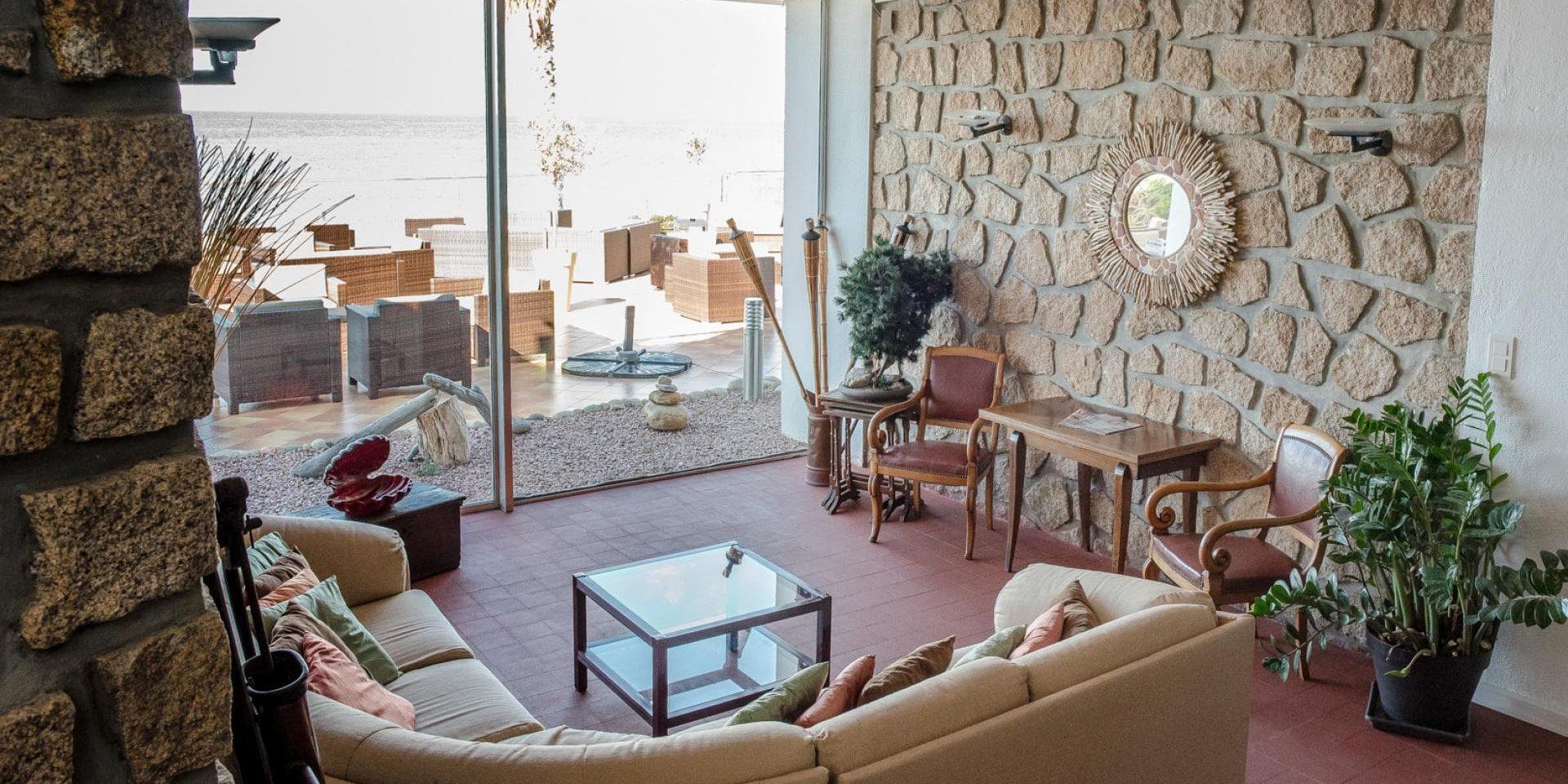 Hotel Cala di Sole Ajaccio Corsica Frankrijk lounge terras zzezicht
