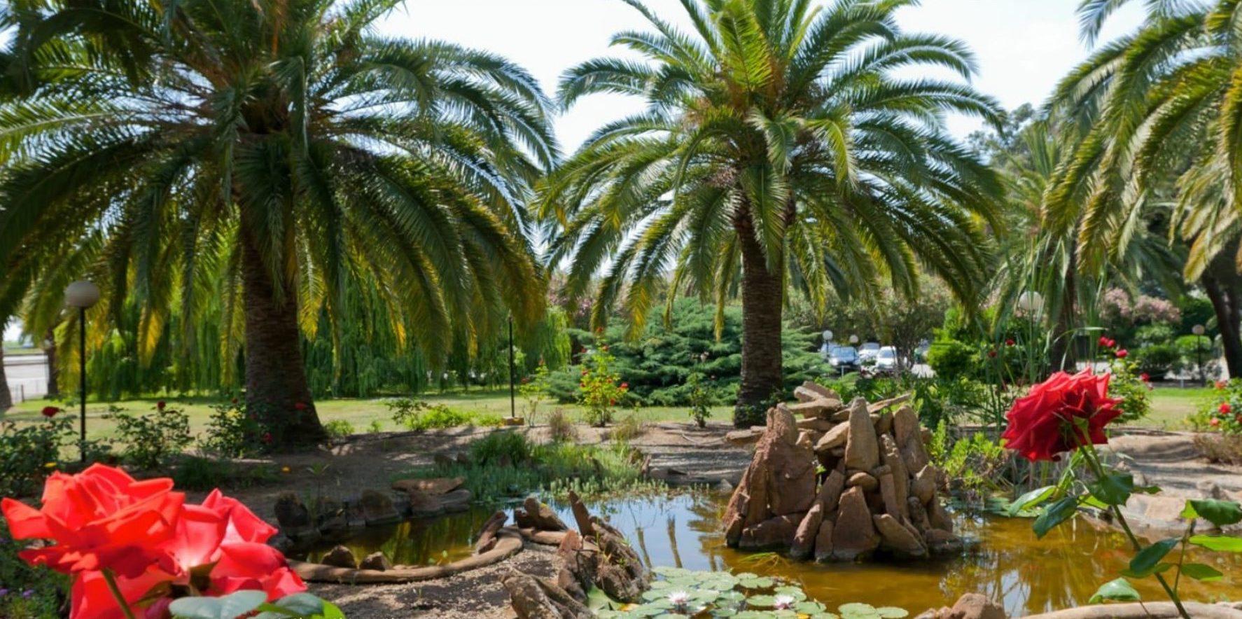 Hotel Campo dell'Oro Ajaccio Corsica Frankrijk park tuin rozen palmbomen vijver