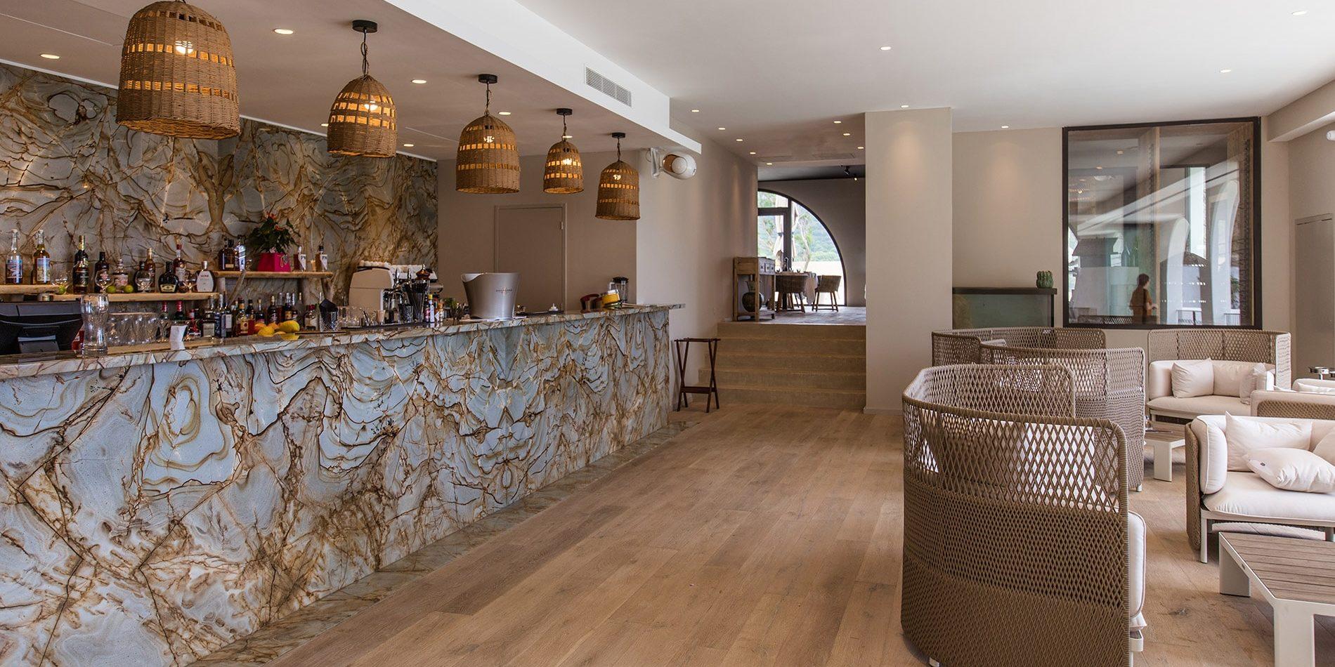 Hotel Misincu Cagnano Cap Corse Corsica Frankrijk entree restaurant lounge bar