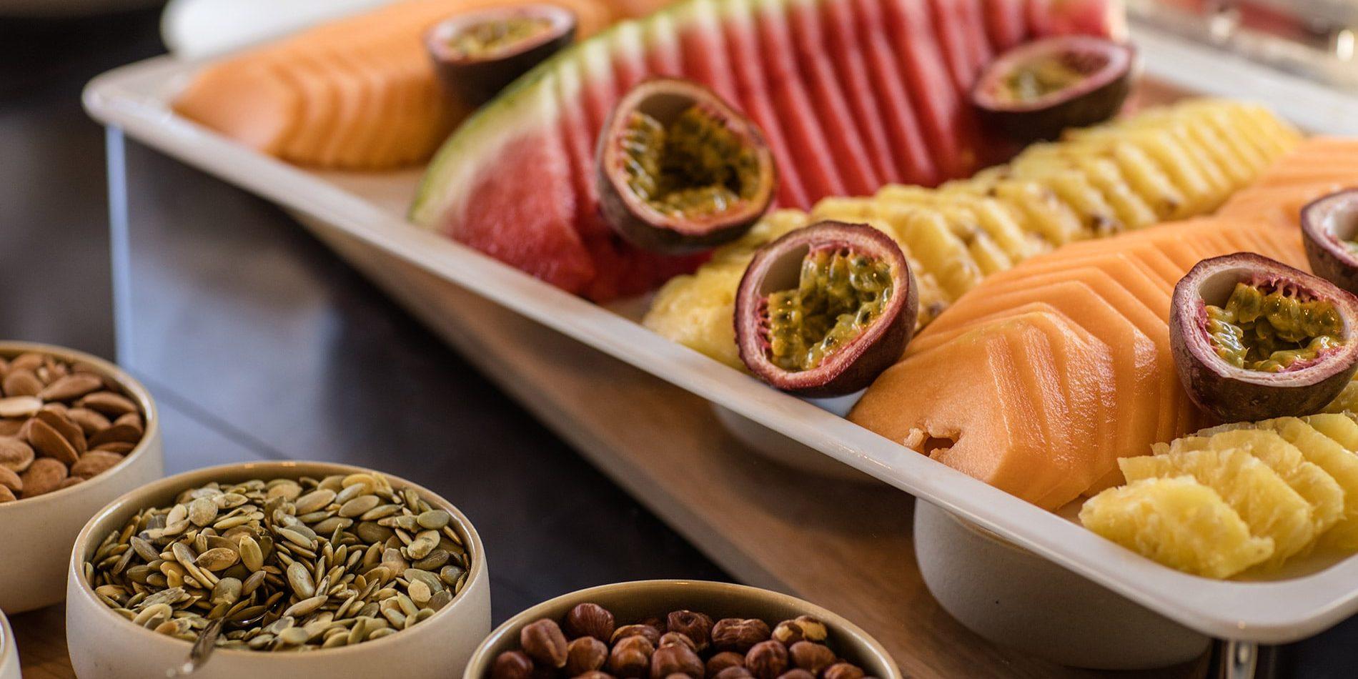 Hotel Misincu Cagnano Cap Corse Corsica Frankrijk ontbijt fruit noten zaden