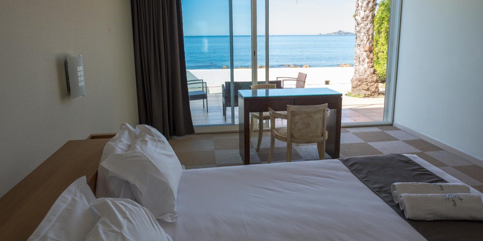 Hotel Cala di Sole Ajaccio Corsica Frankrijk tweepersoonskamer comfort terras zeezicht