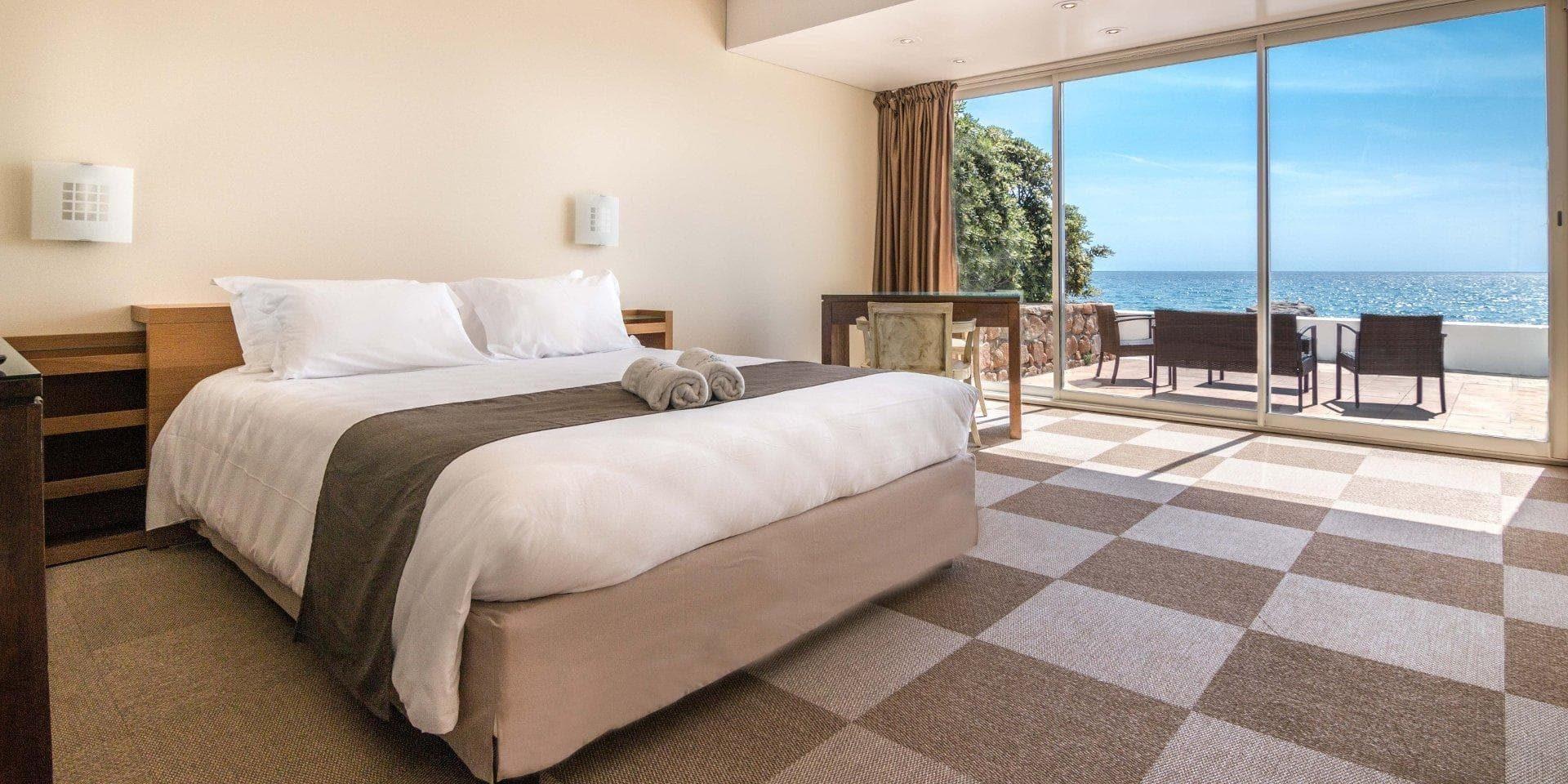 Hotel Cala di Sole Ajaccio Corsica Frankrijk tweepersoonskamer comfort terras zeezijde