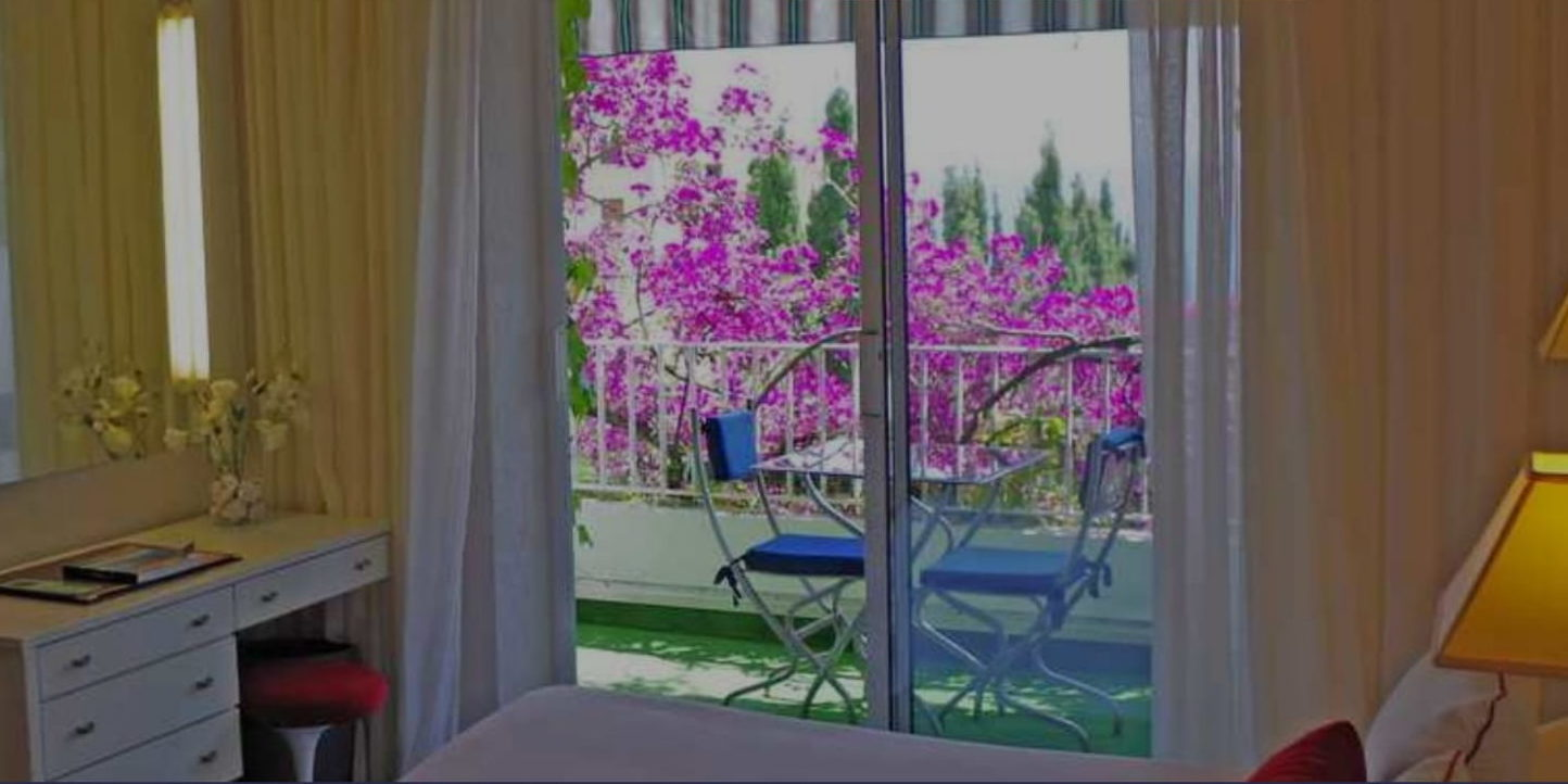 Hotel Pietracap Bastia Corsica Frankrijk kamer Deluxe terras bougainville