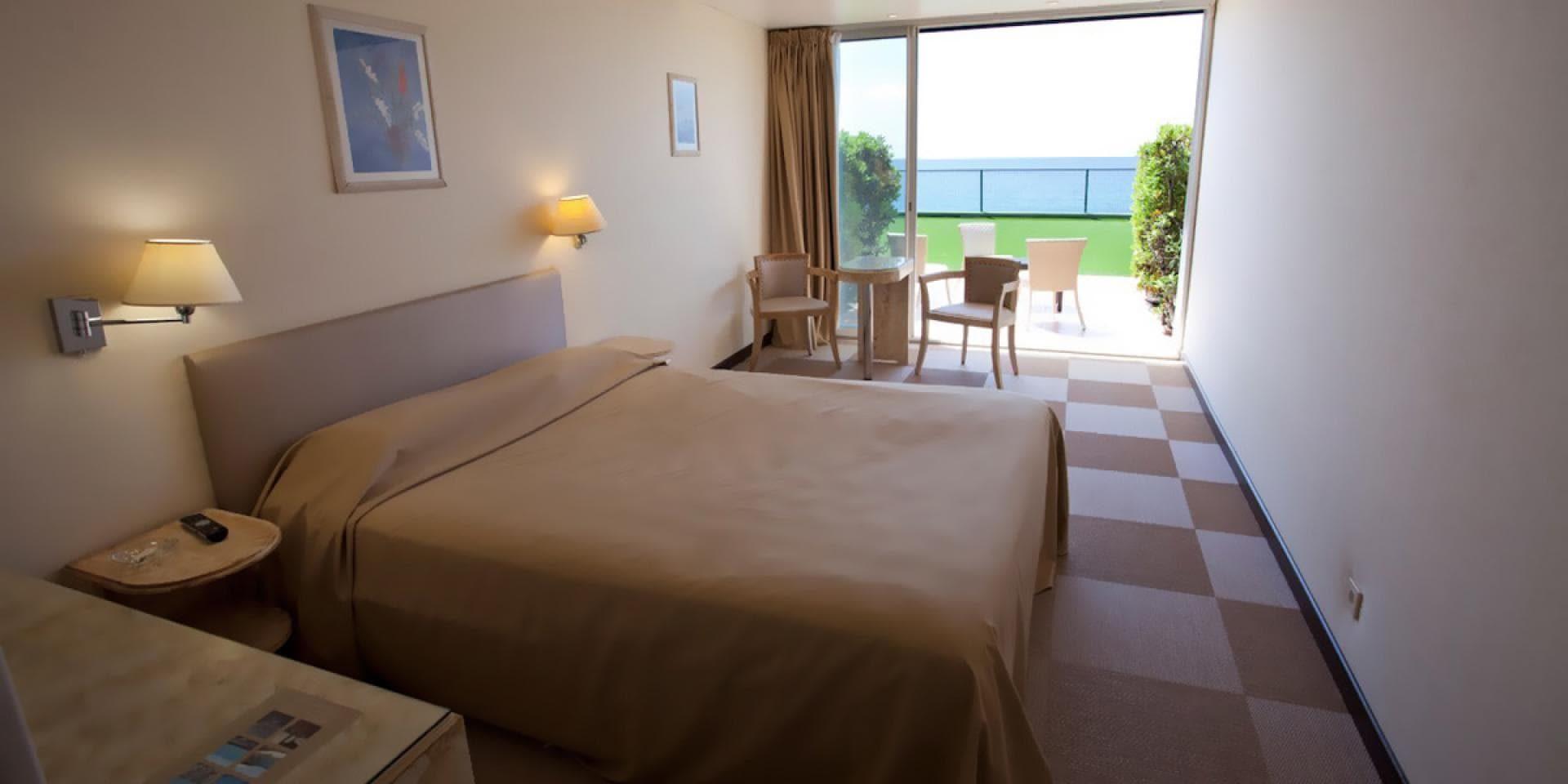 Hotel Cala di Sole Ajaccio Corsica Frankrijk tweepersoonskamer terras begane grond zeezijde