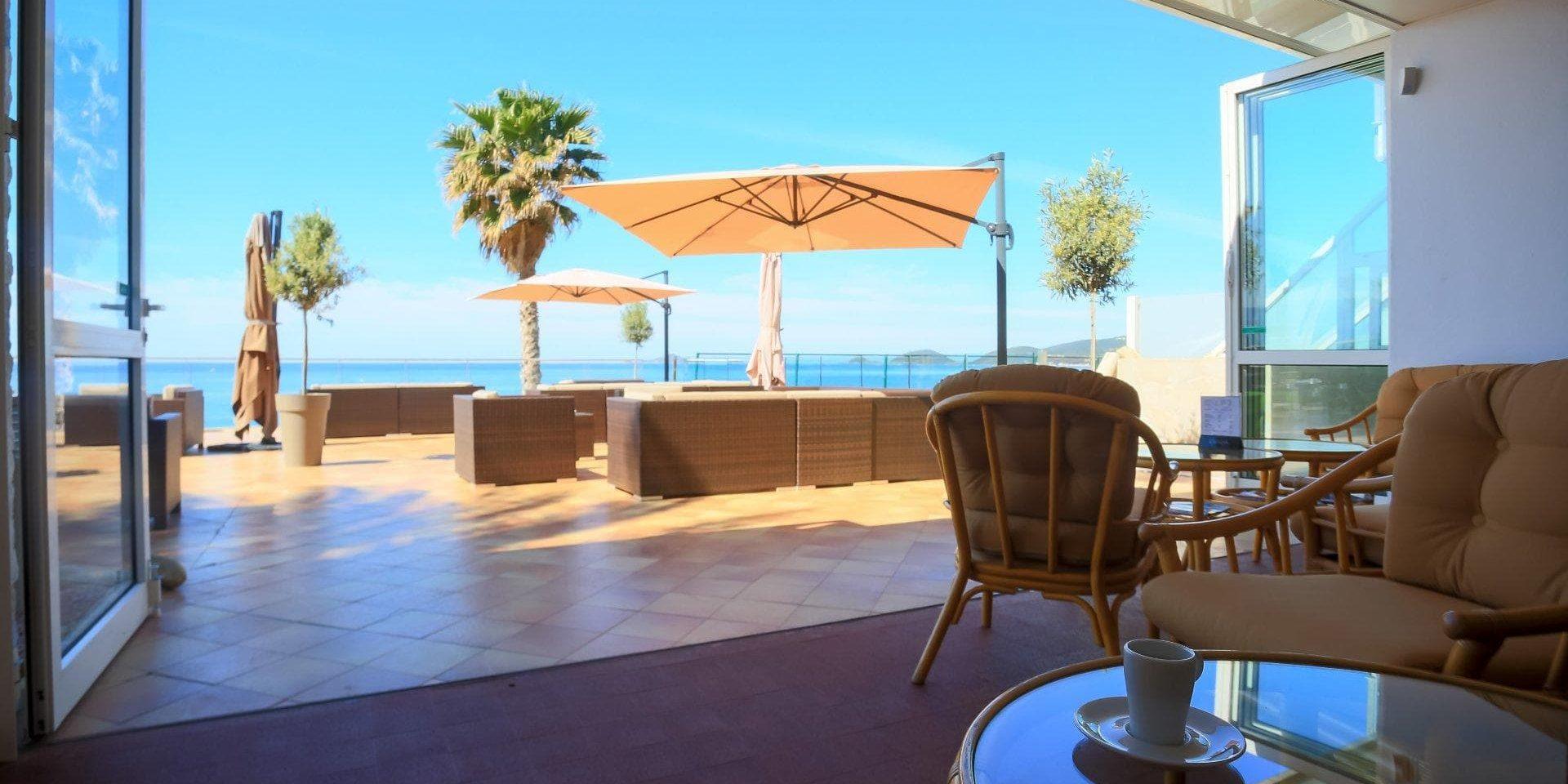 Hotel Cala di Sole Ajaccio Corsica Frankrijk loungehoek salon zeezicht