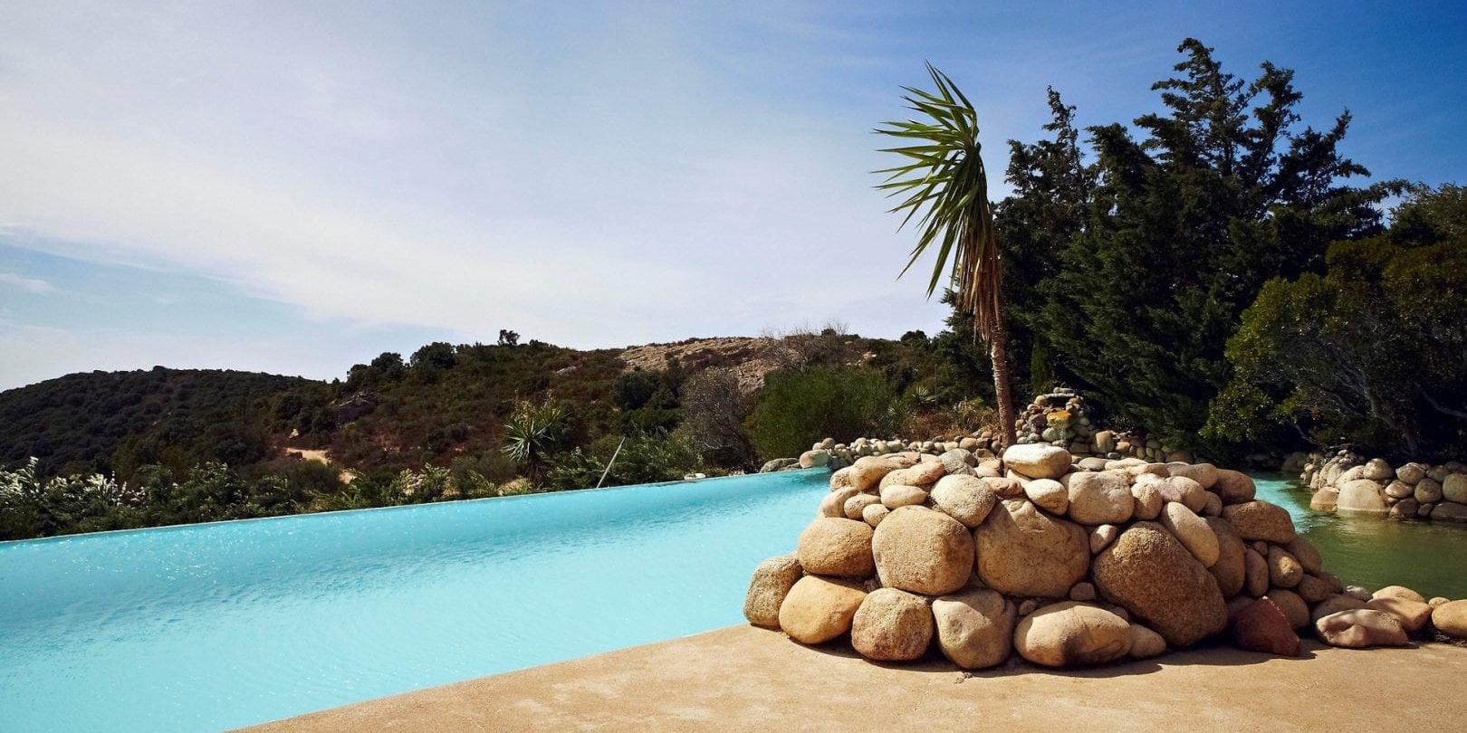 Ferme Auberge Domaine de Piscia Figari Corsica Frankrijk infinity pool zwembad uitzicht