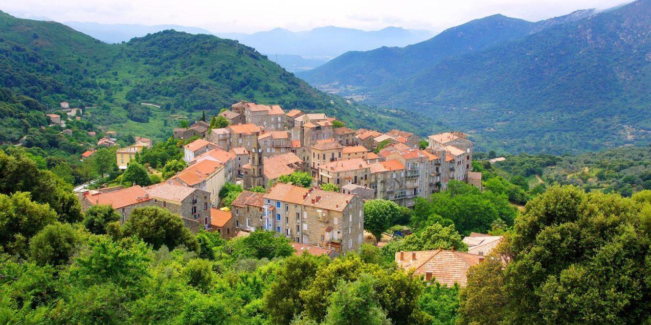 Alta Rocca Levie Corsica Frankrijk loofbomen bergen dorp