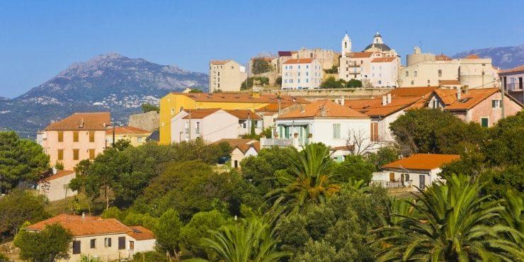 Pigna Balagne Corsica Frankrijk stad palmen