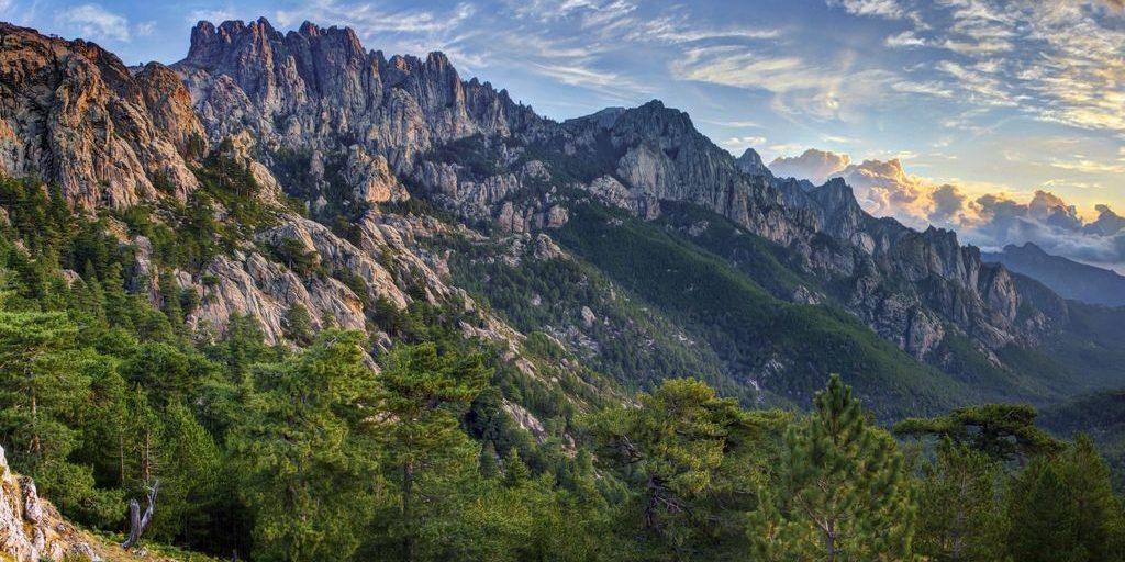 Bavella massief Aiguilles de Bavella Corsica Frankrijk ondergaande zon