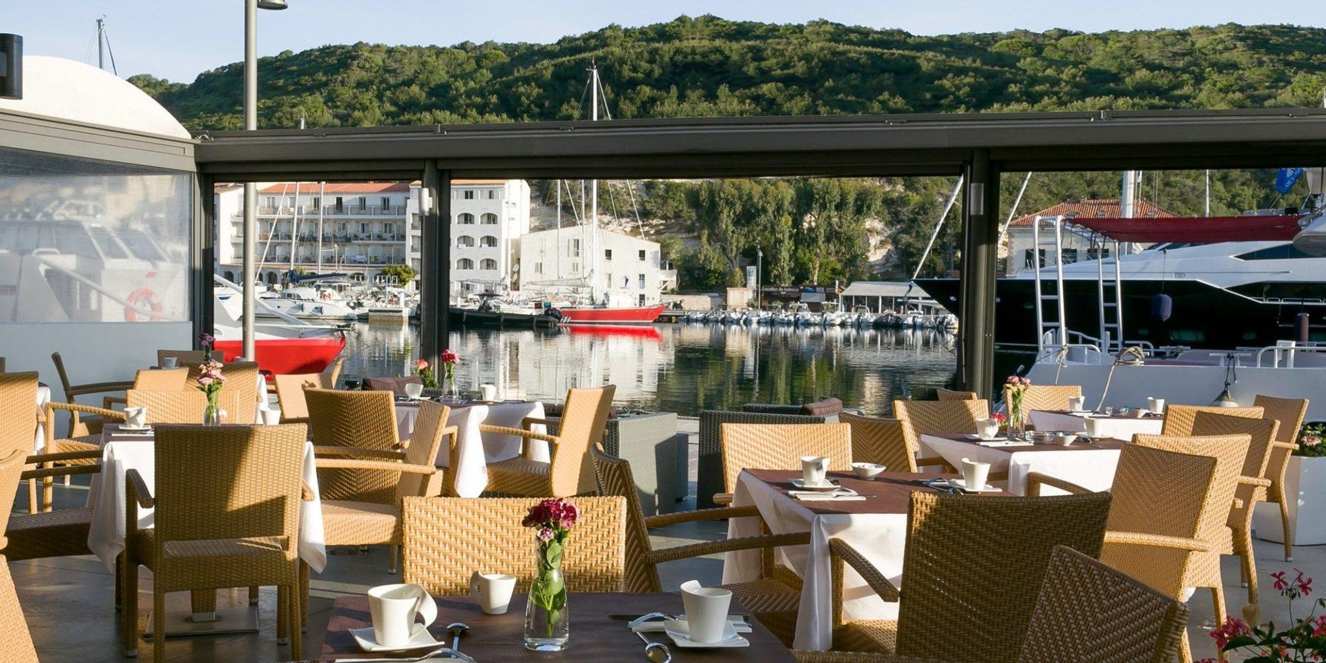 Best Western Hotel du Roy d'Aragon Bonifacio Corsica Frankrijk terras ontbijt haven
