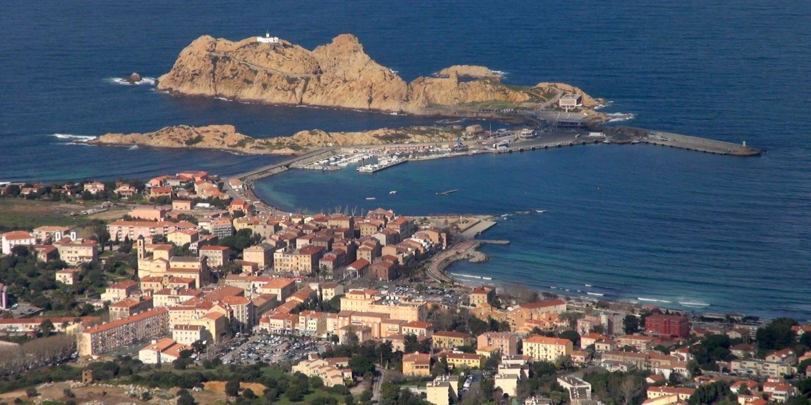 Ile Rousse Balagne Corsica Frankrijk Isula Rossa vuurtoren phare de la Pietra Ile de la Pietra