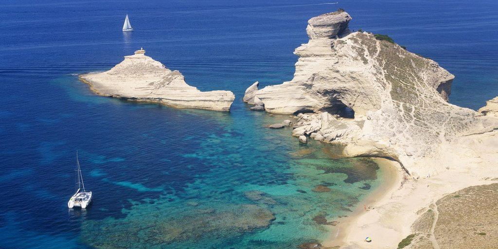 Bonifacio Corsica Frankrijk Phare de Pertusato vuurtotren catamaran zeilboot