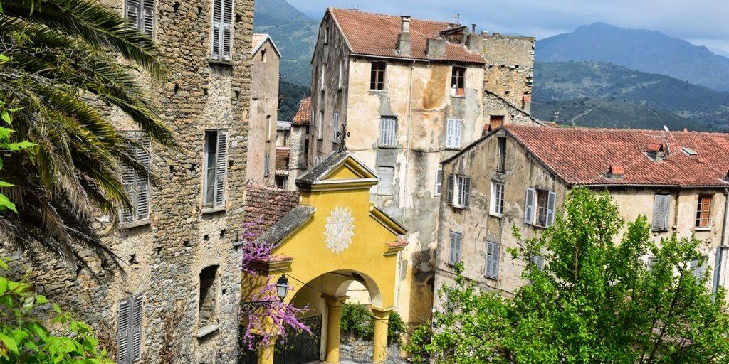 Corte Corsica Frankrijk universiteit oude hoofdstad plein kapel chapelle Saint Théophile