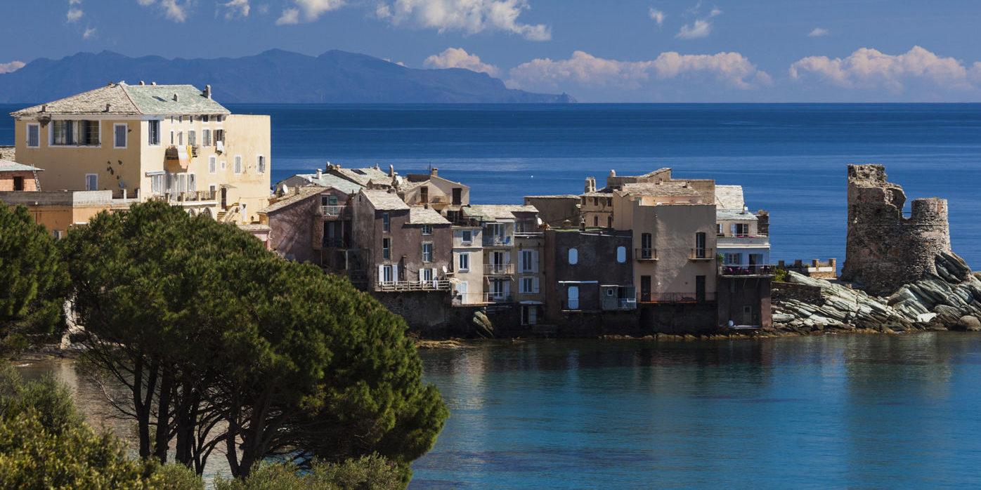 Erbalunga Cap Corse Corsica Frankrijk Genuese toren zee huizen