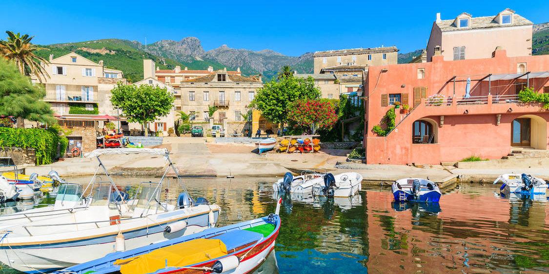 Erbalunga Cap Corse Corsica Frankrijk haven plein vissersbootjes