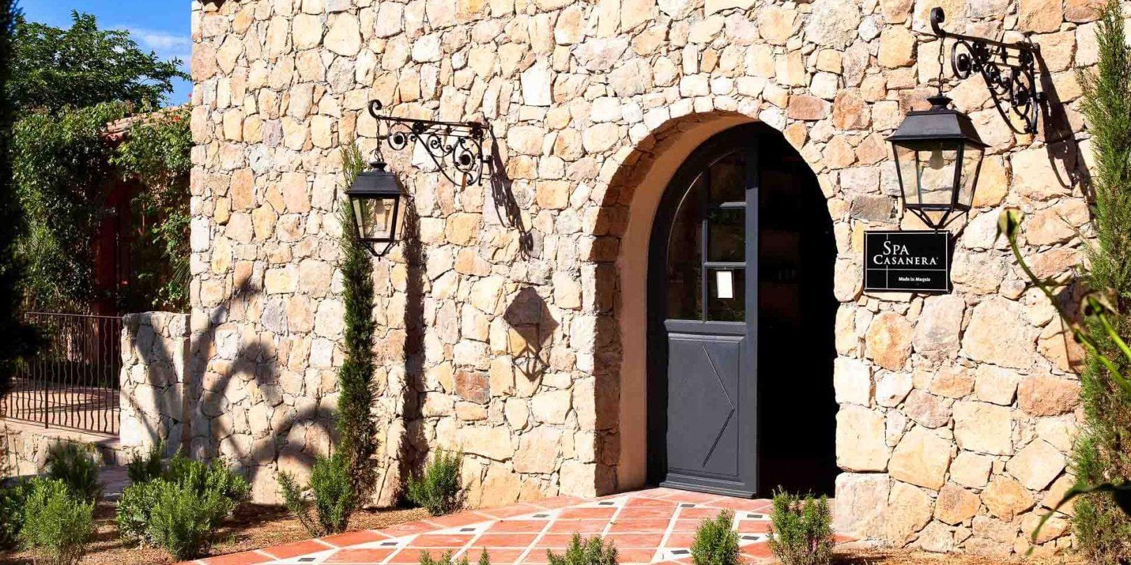 Hotel La Signoria Calvi Balagne Corsica Frankrijk spa Casanera façade entree