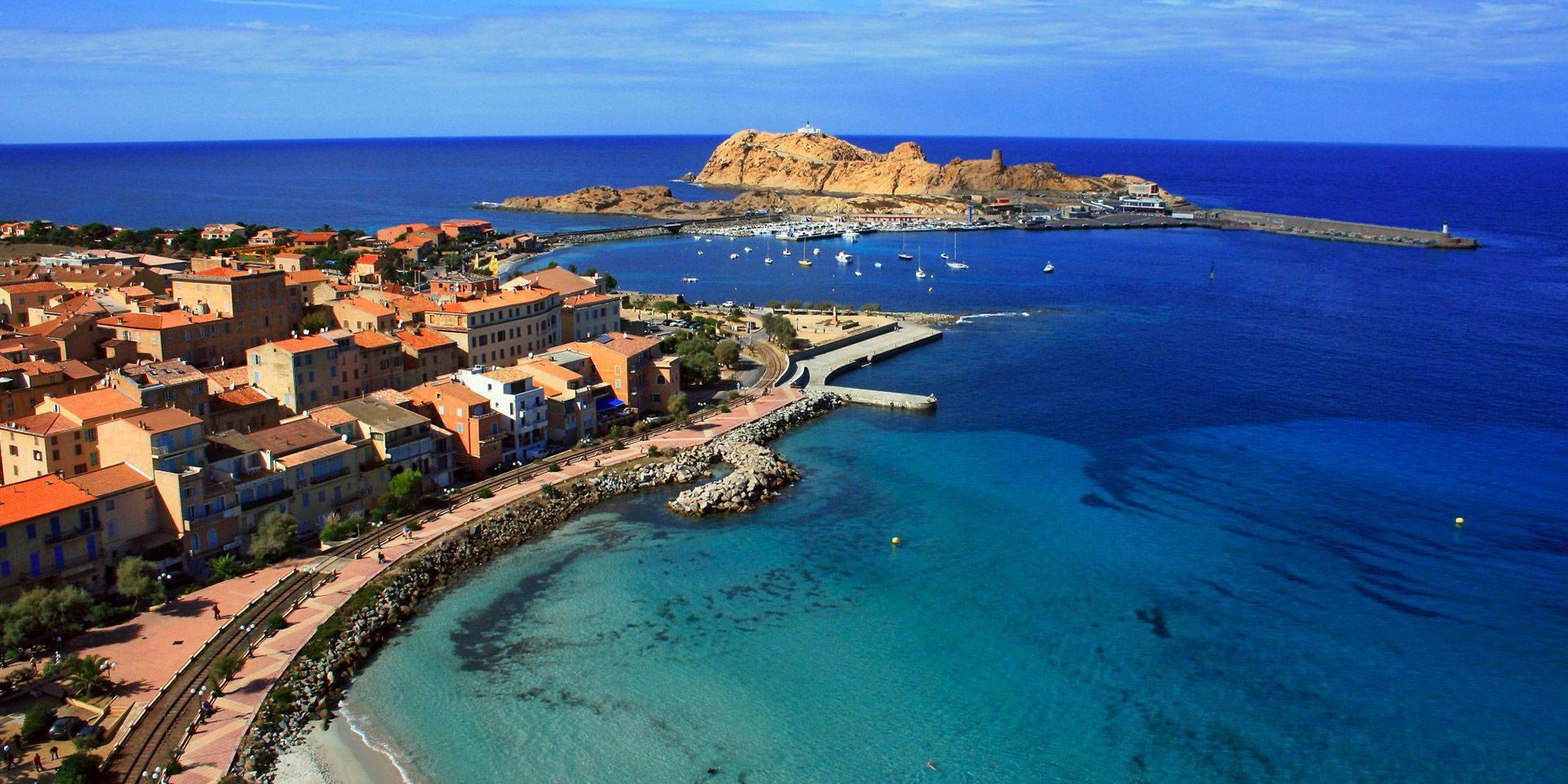 Ile Rousse Corsica Frankrijk luchtfoto drone centrum haven vuurtoren