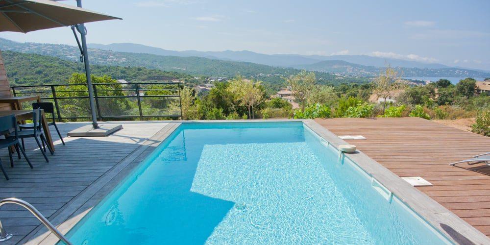 Les Villas de Lorello Porticcio Corsica Frankrijk villa Les Arbousiers zwembad terras uitzicht zeezicht