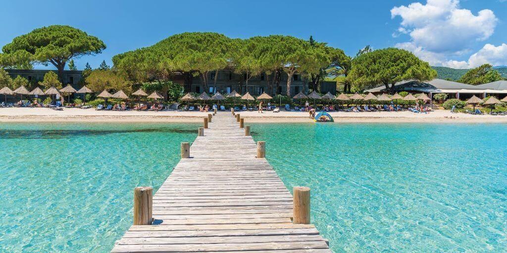 Moby Dick Pavillions hotel steiger strand zee Plage de Santa Giulia Corse Corsica