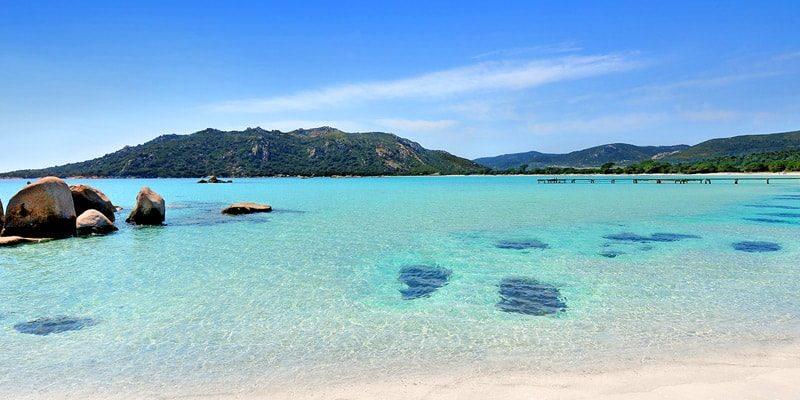 Plage de Santa GiuliaPorto Vecchio Corsica Frankrijk steiger zee rotsen