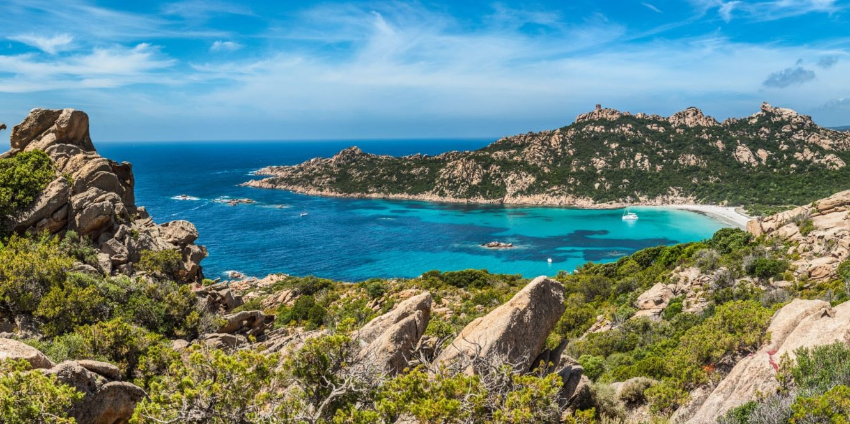 Roccapina Corsica Frankrijk Le Lion de Roccapina Bonifacio Sartèe Sartene baai zee strand zeiljacht