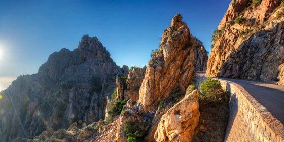 Calanques de Piana Corsica Frankrijk route road weg bocht namiddagzon