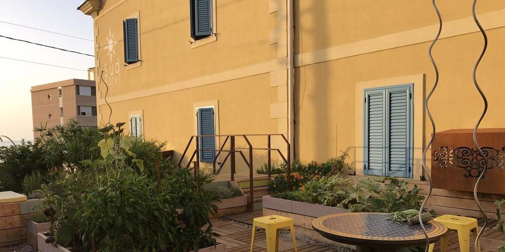 Sud'Hotel Bastia Corsica Frankrijk façade moestuin daktuin terras biologisch