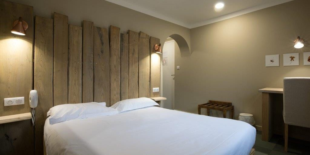 Sud'Hotel Bastia Corsica Frankrijk tweepersoonskamer steigerhout