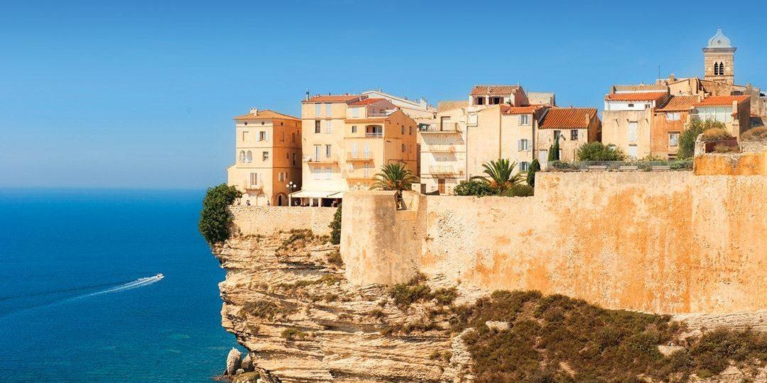 Bonifacio Corsica Frankrijk oude stad kliffen zee rotsen maquis