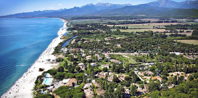 Vakantiepark résidence residence Marina d'Oru Ghisonaccia Corsica Frankrijk luchtfoto drone strad zee park ligging