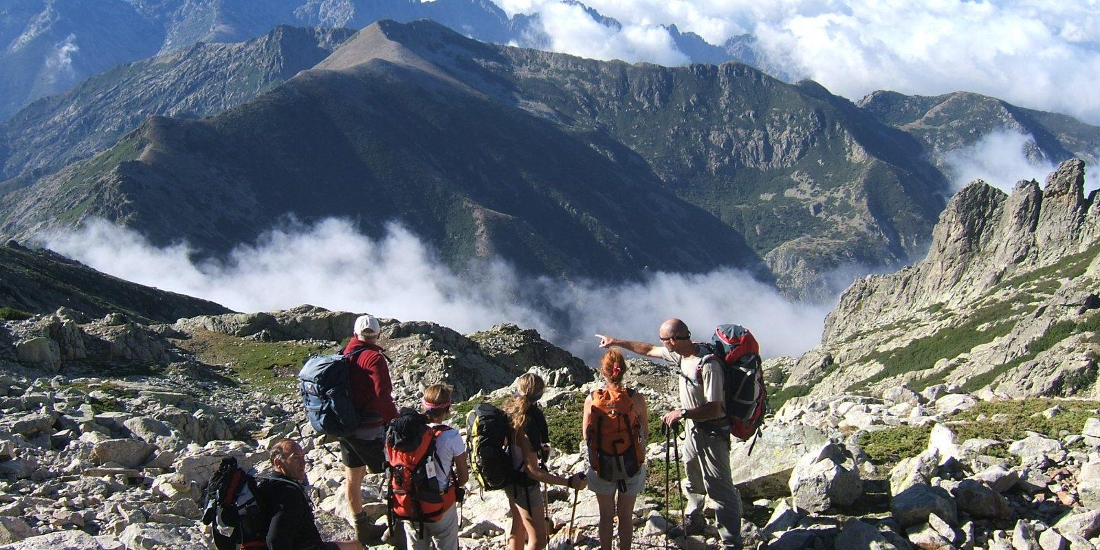 Corsica Frankrijk wandelen trekking bergen familie groep gids