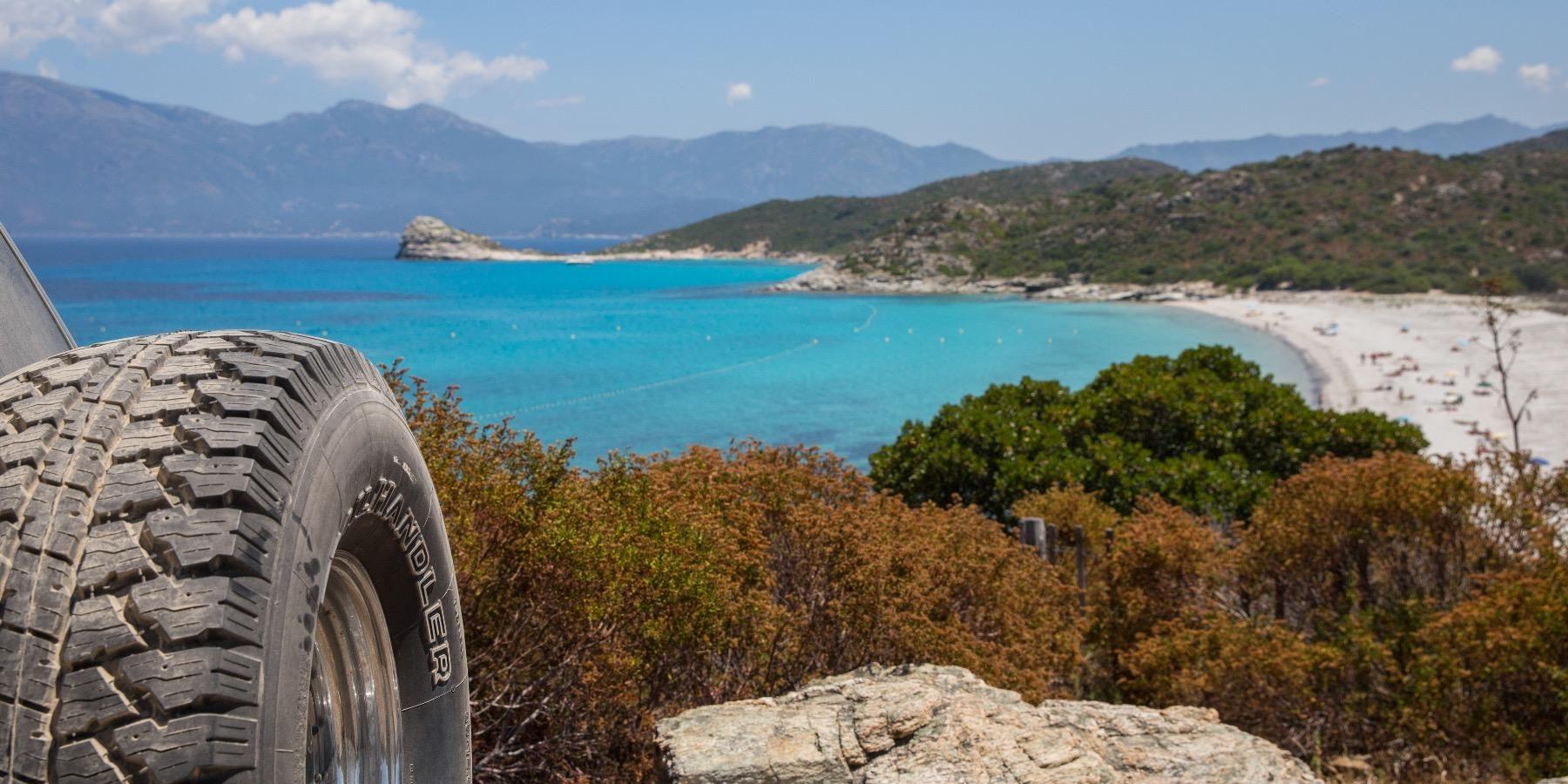 Desert des Agriates Plage de Saleccia Corsica Frankrijk terreinwagen off road 4x4 4-wheel drive strand zee maquis