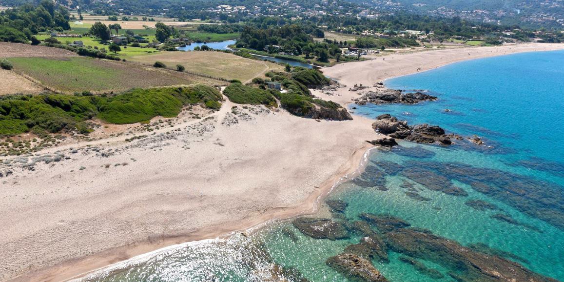 Porticcio Corsica Frankrijk landtong strand zee
