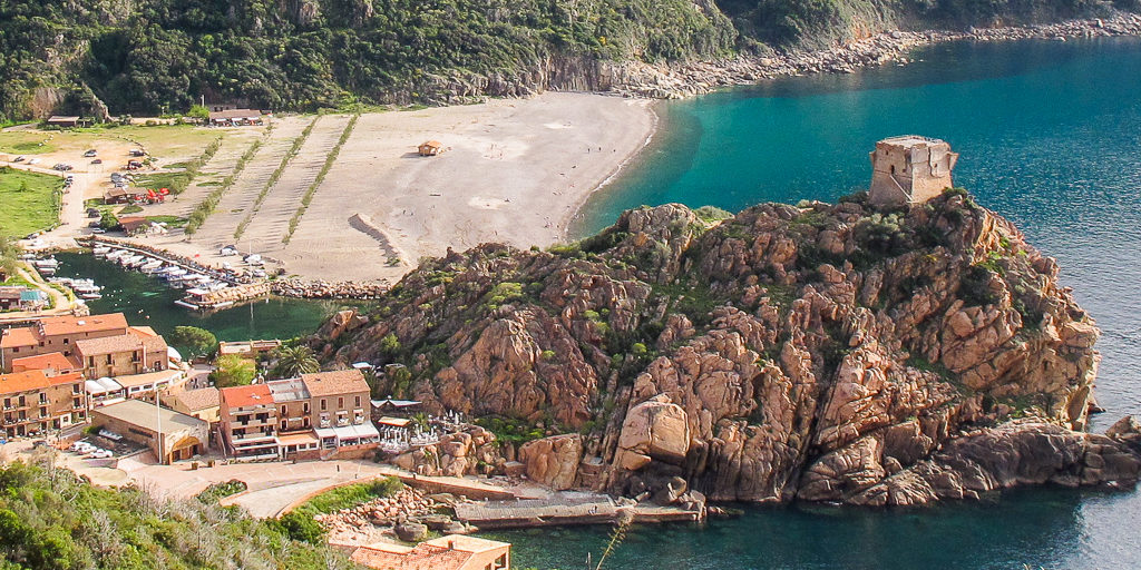Porto Golfe de Porto Corsica Frankrijk Genuese toren strand zee jachthaven