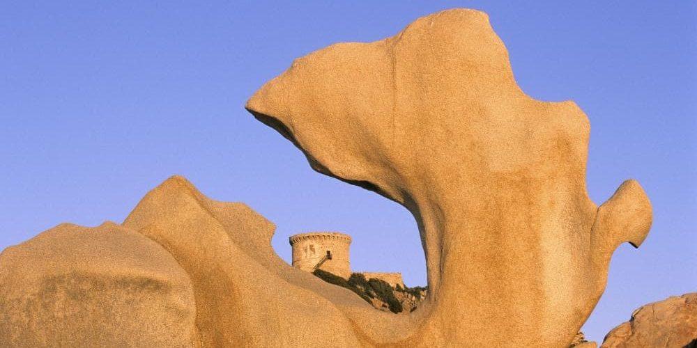 Belvedere-Campomoro Tour-de-Campomoro Anse-des-Genois De-Hanenkam Corsica Frankrijk zee rotsen Genuese-toren