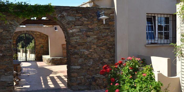 Chambres d'hotes A Casa di Babbo Tomino Cap Corse Corsica Frankrijk toog terras hek exterieur