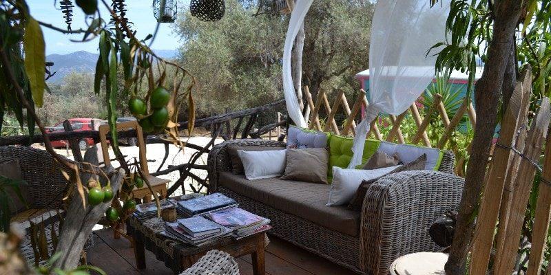 Chambres d'hotes U Cuventu di Paomia Cargese Corsica Frankrijk patio terras loungehoek