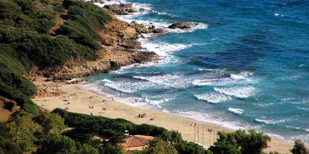Chambres d'hotes U Cuventu di Paomia Cargese Corsica Frankrijk strand zee rotsen Paomia