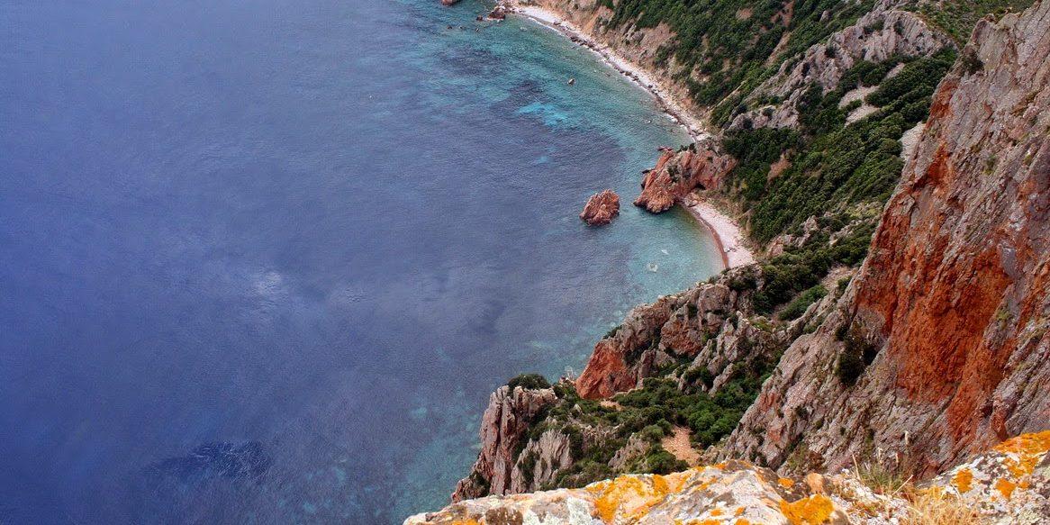 Hotel Capo Rosso Piana Calanques-de-Piana Corsica Frankrijk Capu Rossu rotsen inham landtong zee steil