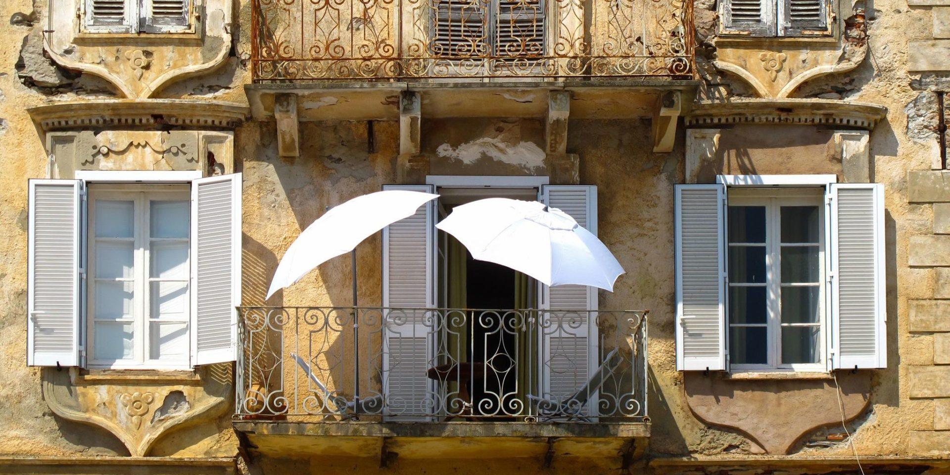 Hotel Castel Brando Erbalunga Cap Corse Corsica Frankrijk Erbalunga huis balkon smeedwerk