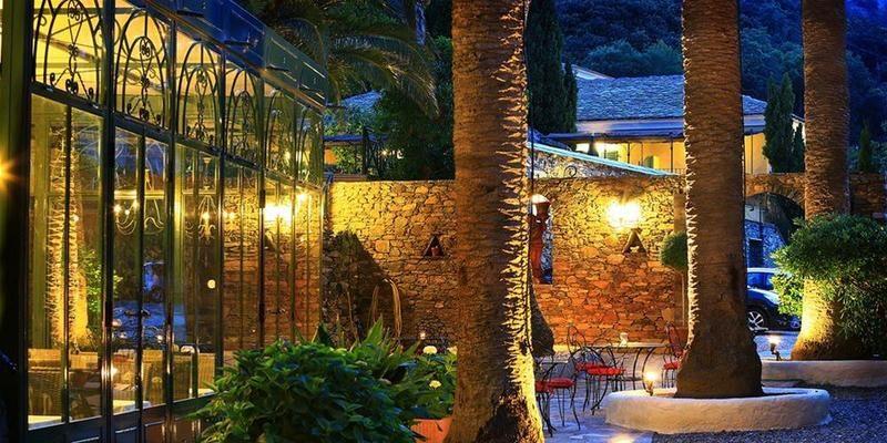 Hotel Castel Brando Erbalunga Cap Corse Corsica Frankrijk gebouw serre terras avond romantisch