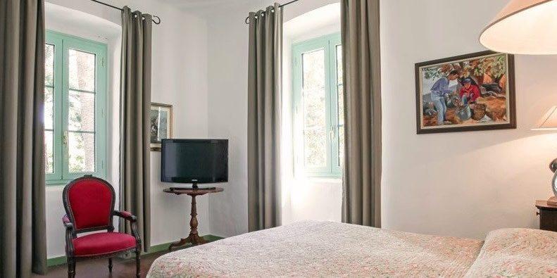 Hotel Castel Brando Erbalunga Cap Corse Corsica Frankrijk slaapkamer tweepersoonsbed quilt