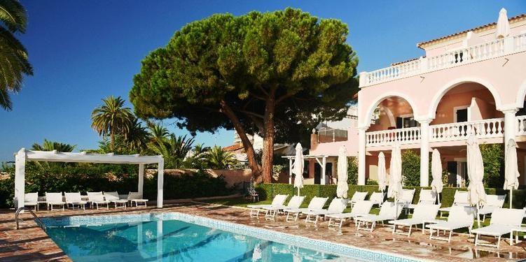 Hotel Demeure Les Mouettes Ajaccio Corsica Frankrijk zwembad spiegeling ligbedden