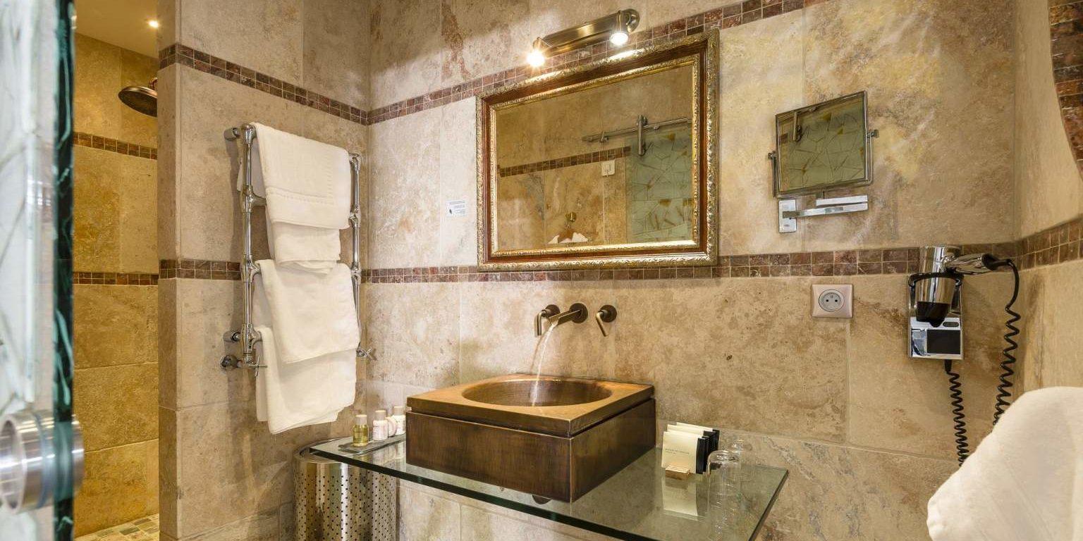 Hotel La Lagune Lido de la Marana Lucciana Corsica Frankrijk suite-Elisabeth badkamer