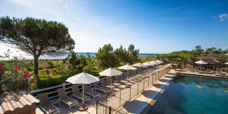 Hotel La Lagune Lido de la Marana Lucciana Corsica Frankrijk zwembad ligbedden parasols strand