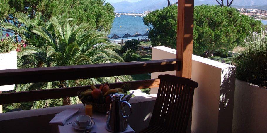 Hotel La Roya Saint-Florent Corsia Frankrijk balkon schaduw zeezicht