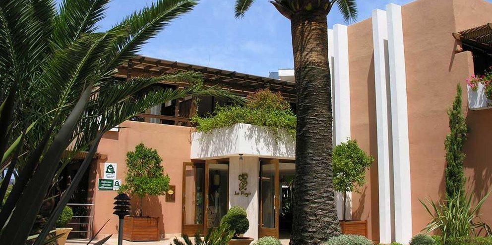Hotel La Roya Saint-Florent Corsica Frankrijk façade entree palmboom